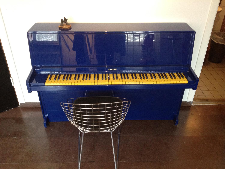 Till och med ett piano kan ytbehandlas för att få ett annorlunda och speciellt utseende.